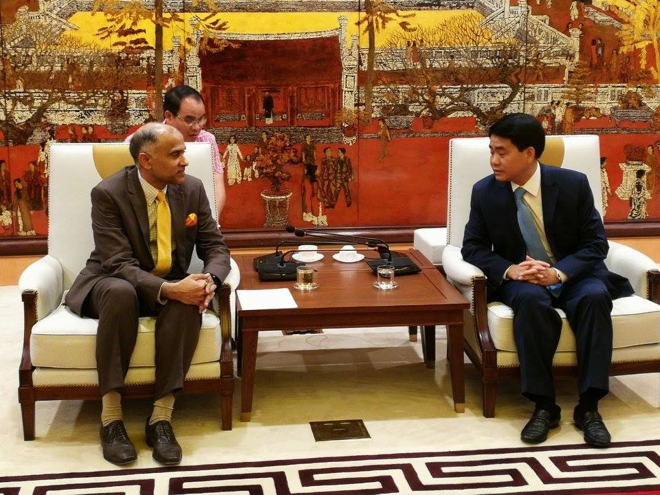 Ambassador meets Chairman, People's Committee of Hanoi