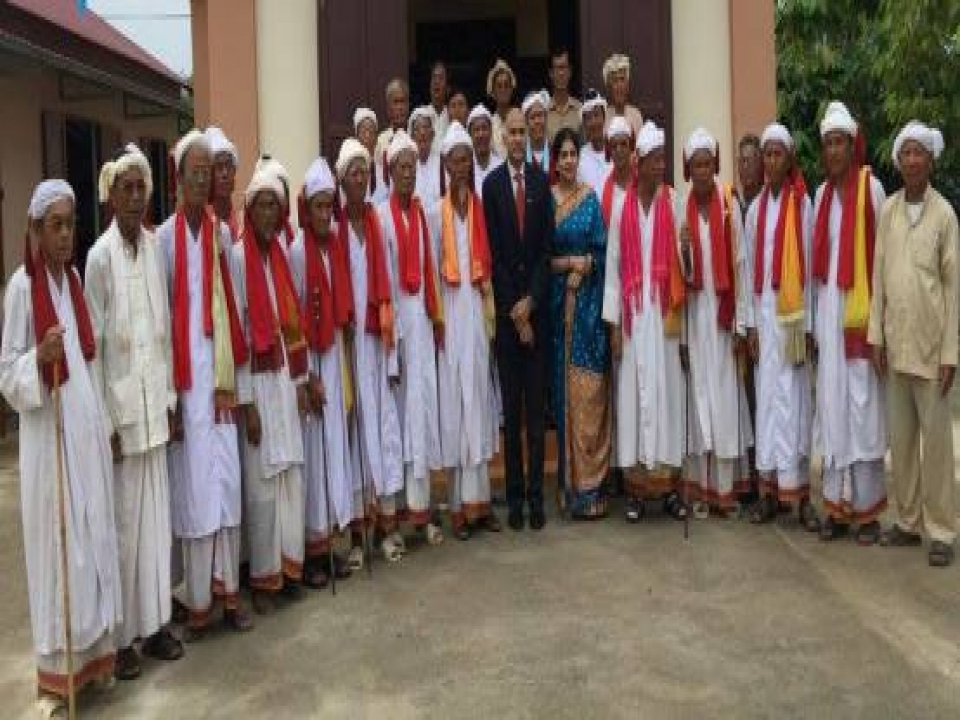 Ambassador meets elders of Cham Brahma Council