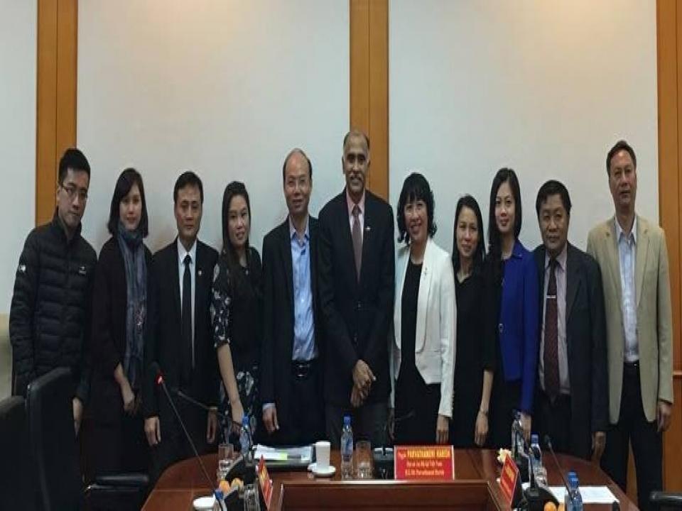 Ambassador visits Ho Chi Minh Academy of Politics