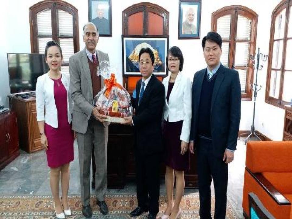 Ambassador meets Phu Tho delegation