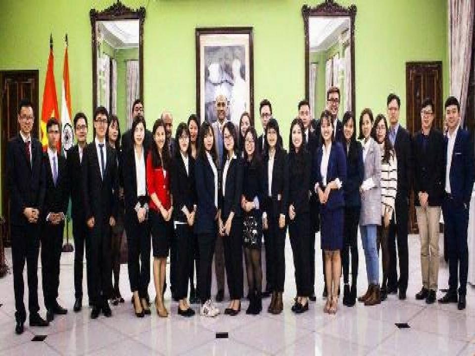 Ambassador meets Vietnamese students visiting India