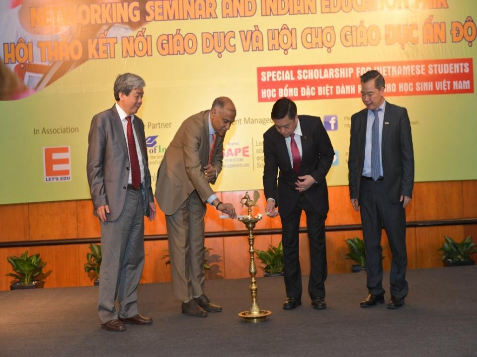 Embassy hosts Indian Education Fair in Hanoi