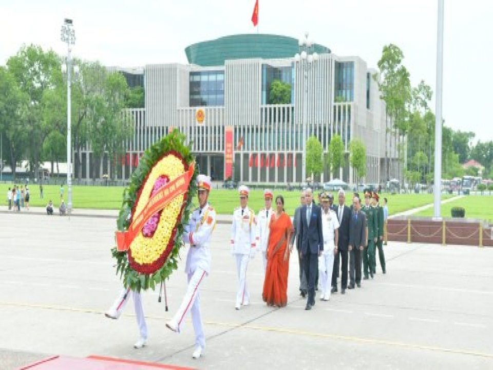 Defence Minister pays homage to Ho Chi Minh