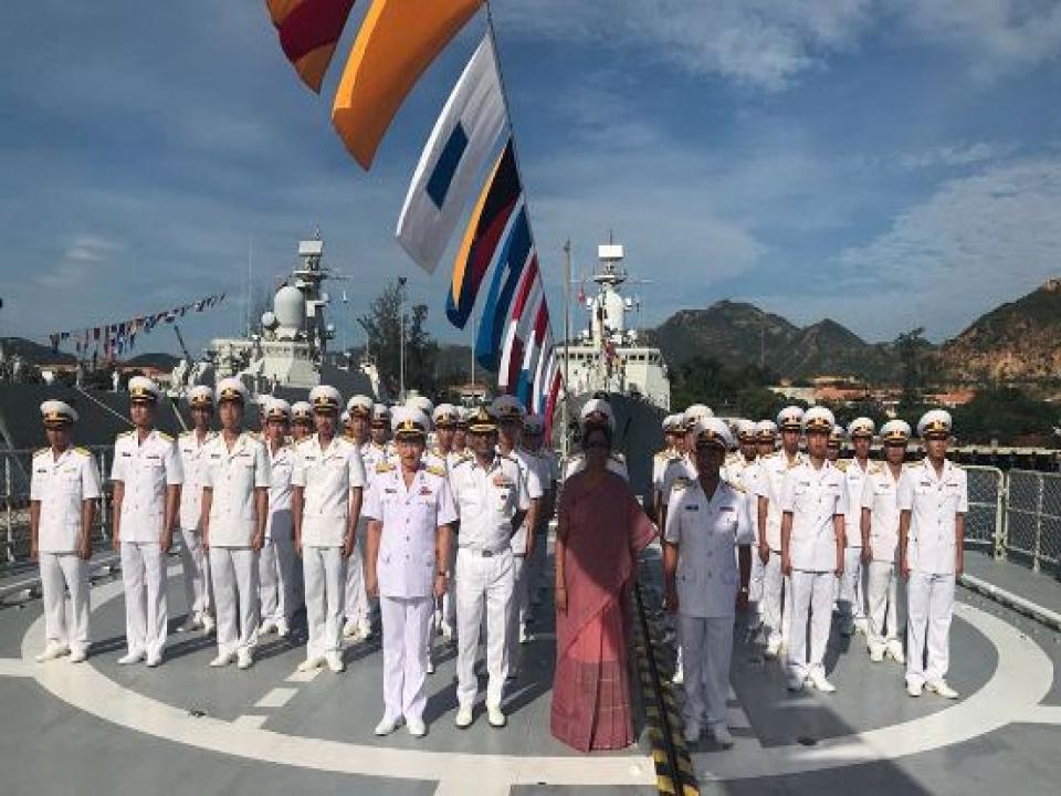 Defence Minister visits Cam Ranh Naval Base