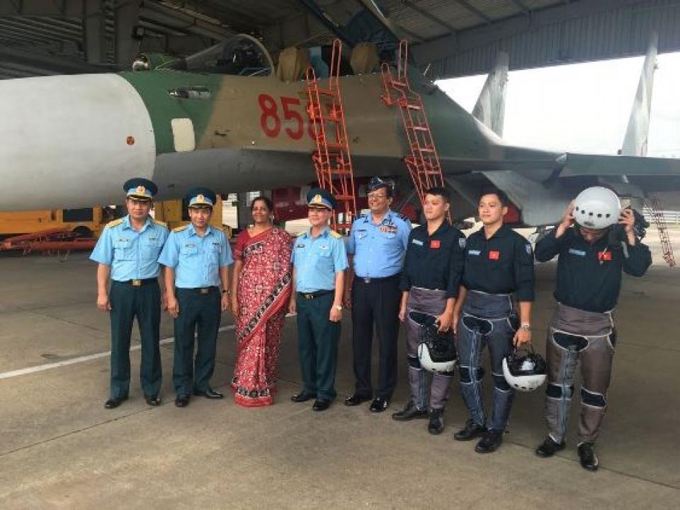 Defence Minister visits Bien Hoa AFS