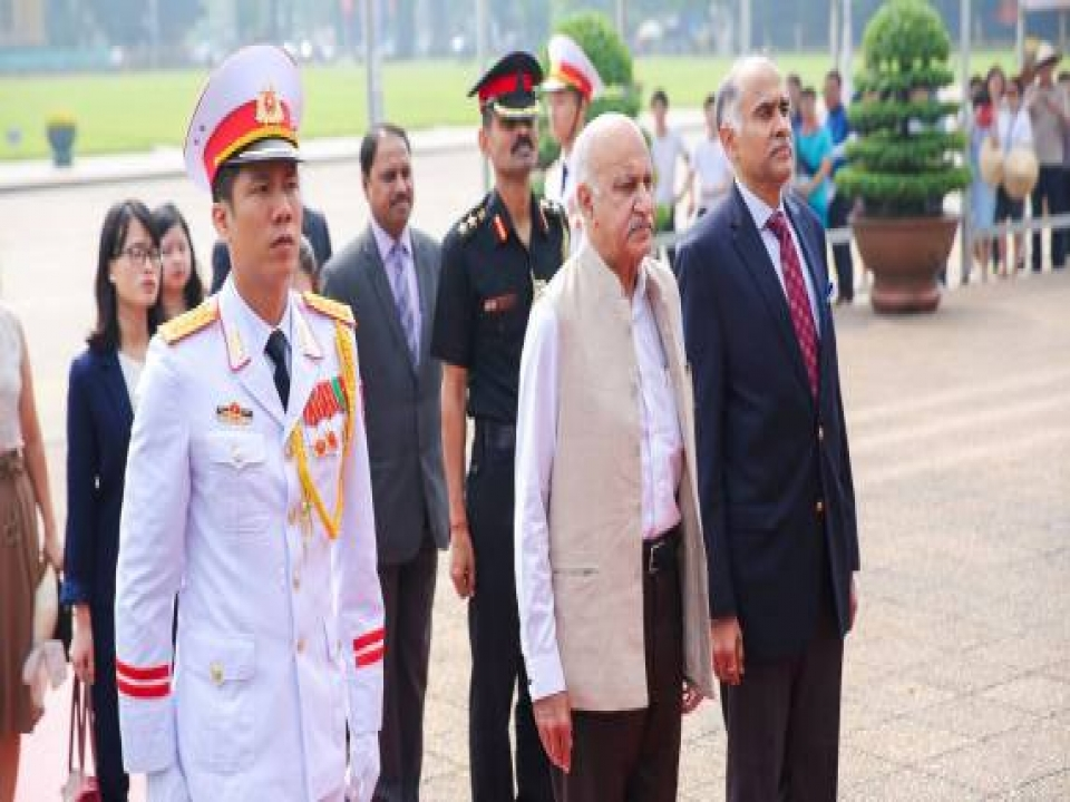 MOS laid a wreath at Ho Chi Minh Mausoleum in Hanoi