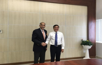 Ambassador P. Harish had a meeting with Chairman of the People's Committee of Kien Giang Province in Ha Tien city and discussed means to improve economic, cultural and people-to-people relations between the province and India.