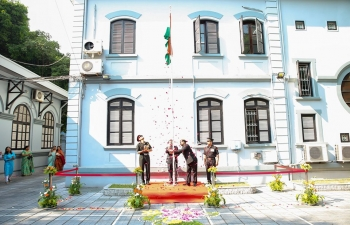 Ambassador Pranay Verma unfurled the national flag at the Embassy of India in Hanoi and read out Hon'ble President's message on the occasion of the 73rd Independence Day of India. About 300 members of the Indian community and friends of India in Vietnam attended the ceremony