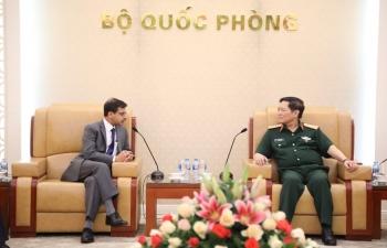 Ambassador calls on Defence Minister of Vietnam