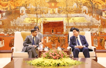 Ambassador meets Chairman of Hanoi People's Committee