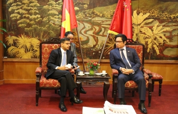 Ambassador Pranay Verma met with the Chairman of Vietnam Chamber of Commerce and Industry H.E. Mr. Vu Tien Loc on 6 September 2019 and discussed proposals to promote greater trade and economic engagement between India and Vietnam. Ambassador noted that as two of the fastest growing economies in the world, both countries should set a more ambitious target for their trade and investment ties.