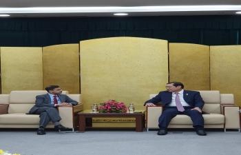 Ambassador visits Danang