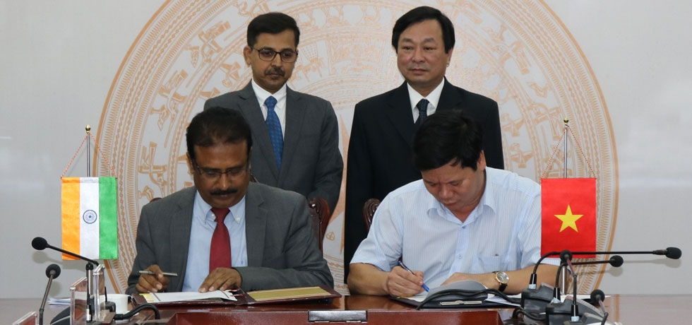 Embassy signs MOU with People's Committee of Phu Tho Province