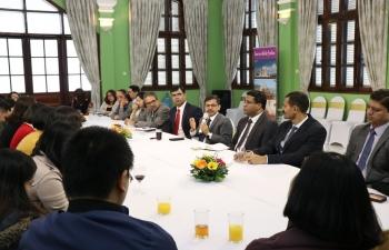 Ambassador hosts friends from media in Vietnam