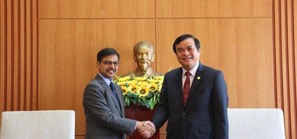 Ambassador's visit to Qu?ng Nam