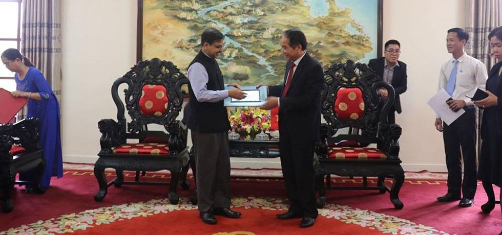 Ambassador's visit to Hue