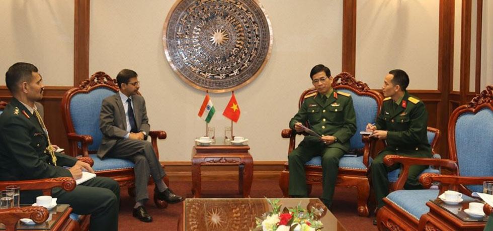 Ambassador visits Vietnam Department of Peace Keeping Operations