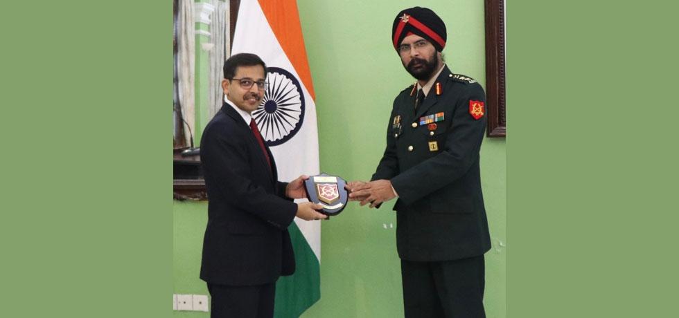Indian Army delegations visit Vietnam