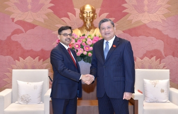 Ambassador meets Chairman of the Foreign Affairs Committee, VNA