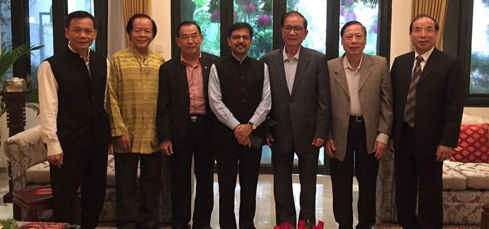 Ambasssdor hosts former Ambassadors of Vietnam to India