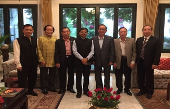 Ambasssdor hosts former Ambassadors of Vietnam to India