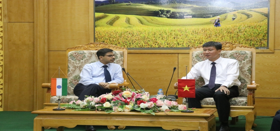 Ambassador meets Chairman of Provincial People's Committee