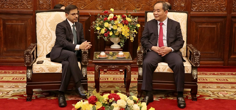 Ambassador Meets Vice Chairman in President's Office