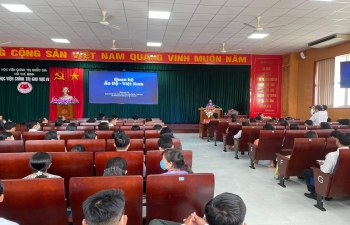 Ambassador Delivers Lecture at Academy of Politics, Can Tho City