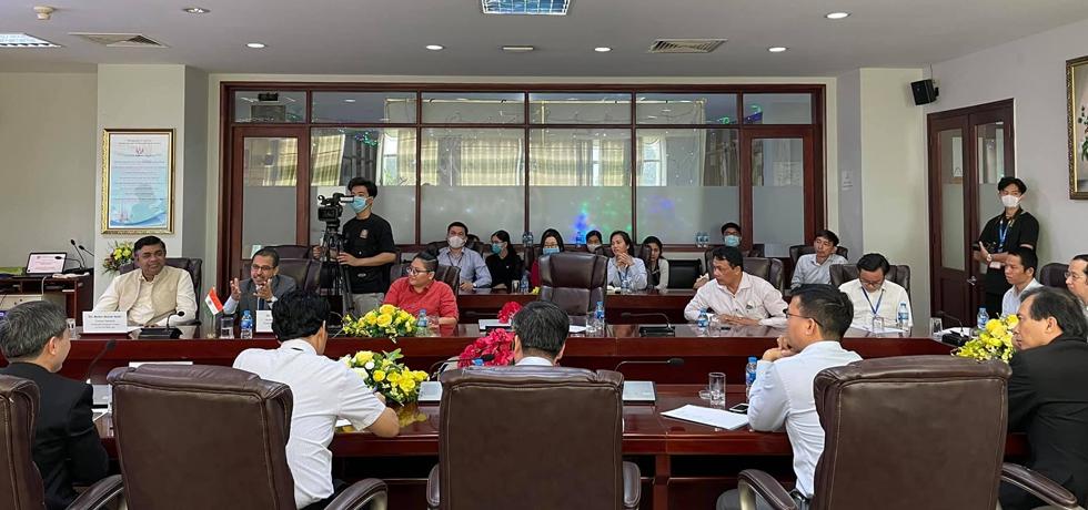 Ambassador Visits HCM-UTE, Vietnam